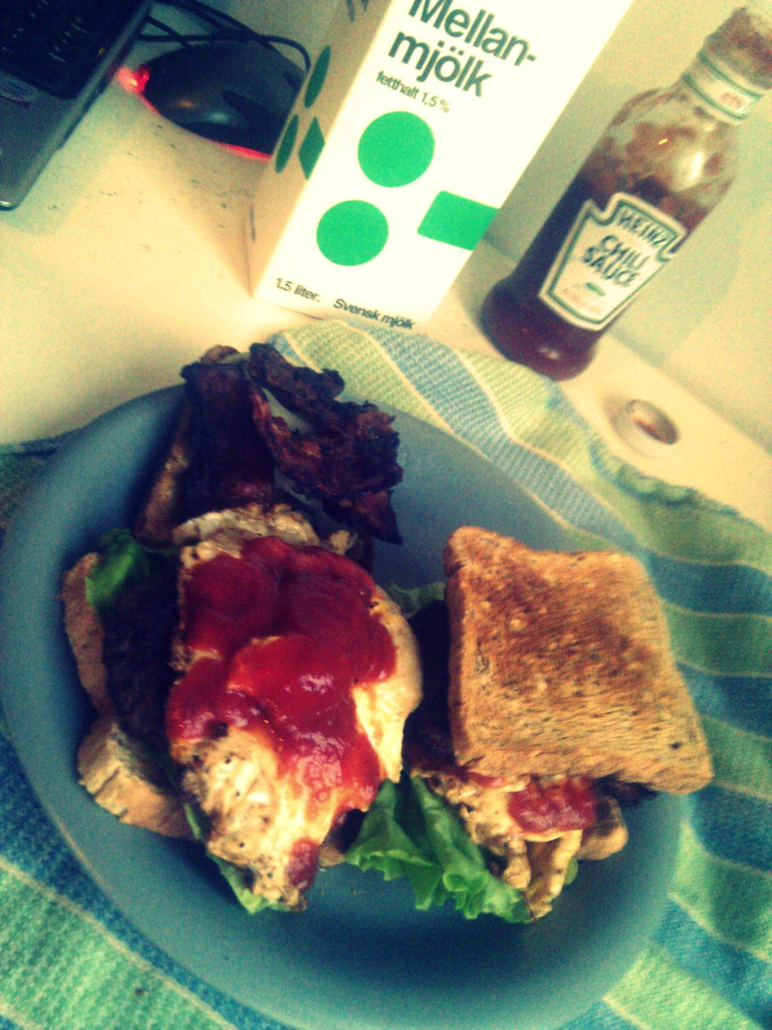Baconburgare med ägg och ost